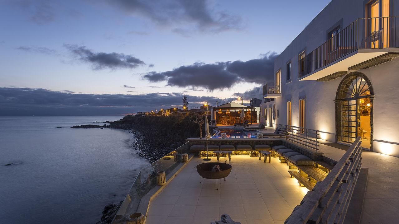 white-exclusives-suites-amp-villas-galleryexterior