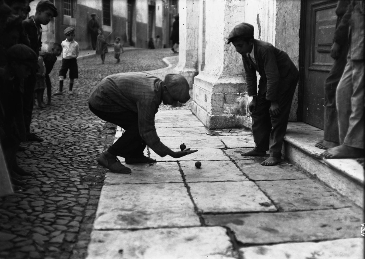 Jogo do pião, Lisboa (F. Cunha, s.d.)