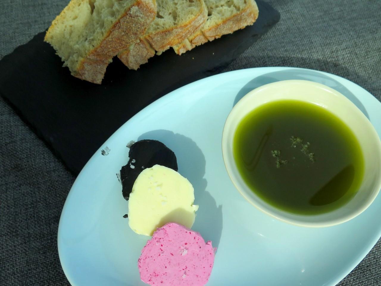 Pão, Manteigas e Piso de Alho e Coentros