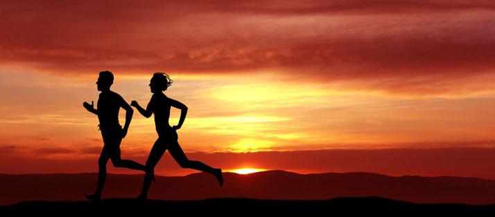couple-running-at-sunset-714x314.jpg
