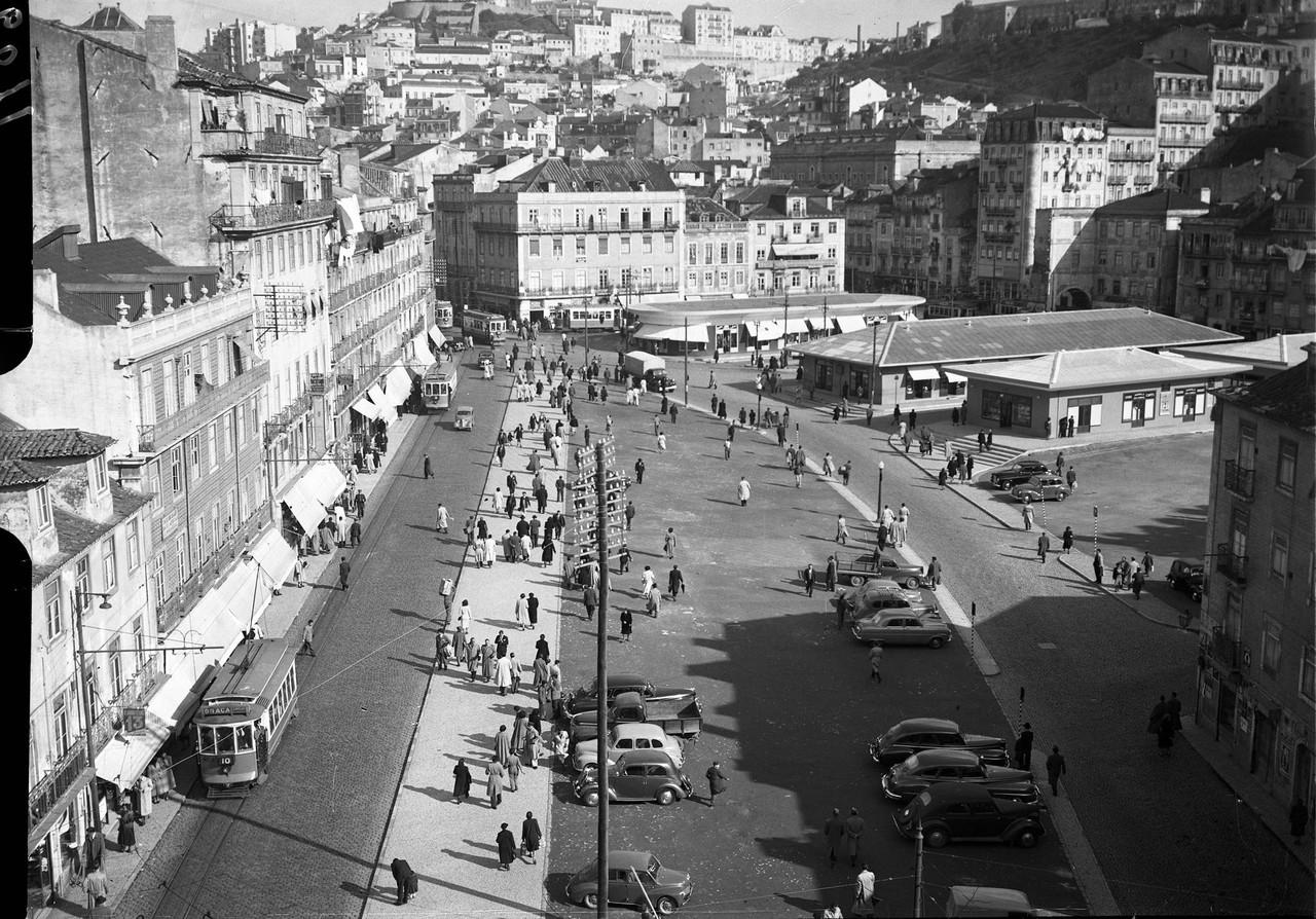 Chão da antiga horta do mosteiro de S Vicente entre a Rua dos Canos e a Rua da Palma, Mouraria (F.C. Marques, c. 1952)