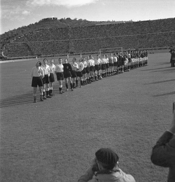 Apresentação das selecções de Portugal e Espanha, Estádio Nacional (A. Ferrari, 1947)