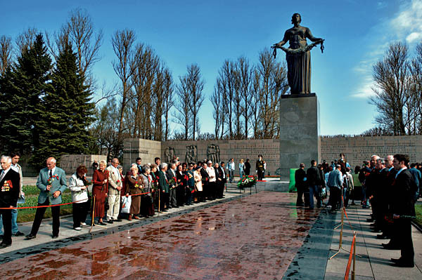 Memorial de Piskarevo.jpg