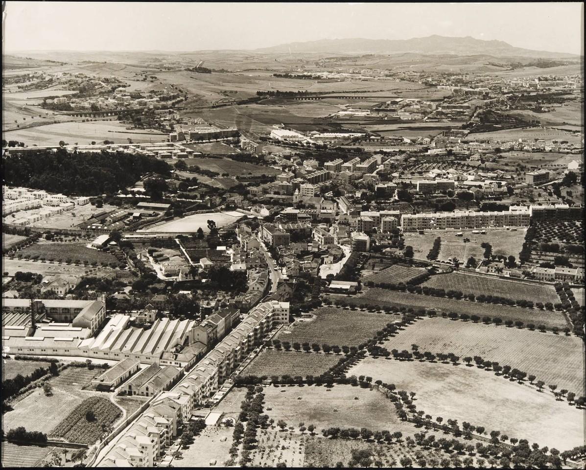 Vista aérea sobre Benfica, Lisboa (C.M.L./D.P.P., anos 50)