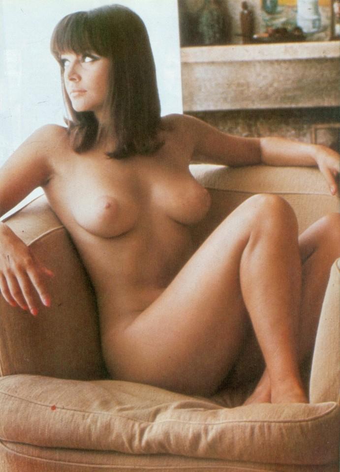 Playmen_05_1982_p_043_Laura_Antonelli.jpg
