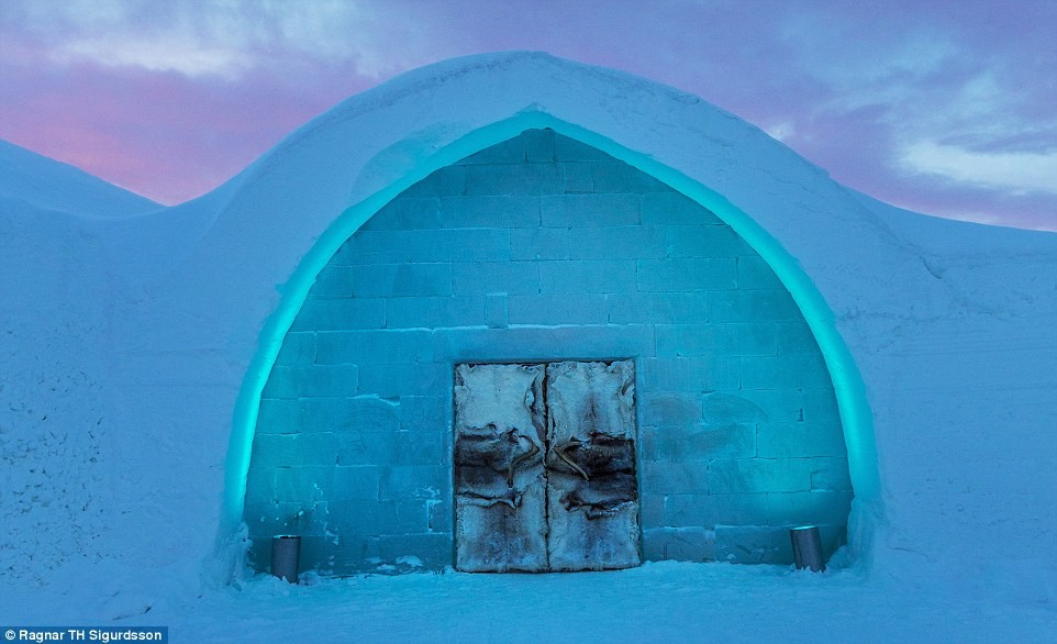 241261B400000578-2874916-Sweden_s_ICEHOTEL_is_offi