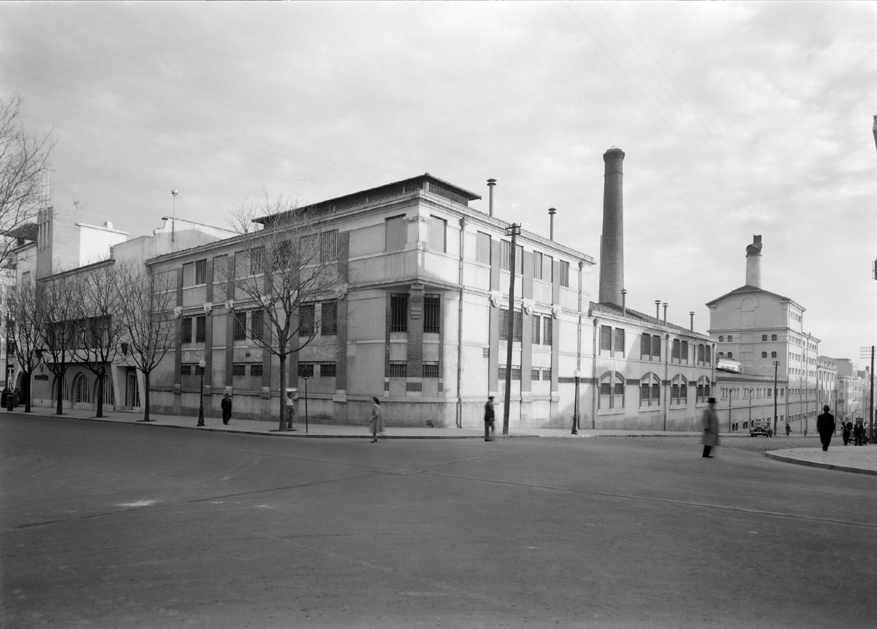 Rua Pascoal de Melo no cruzamento com a Ant.º Pedro, Arroios (M. Novais, c. 1950)