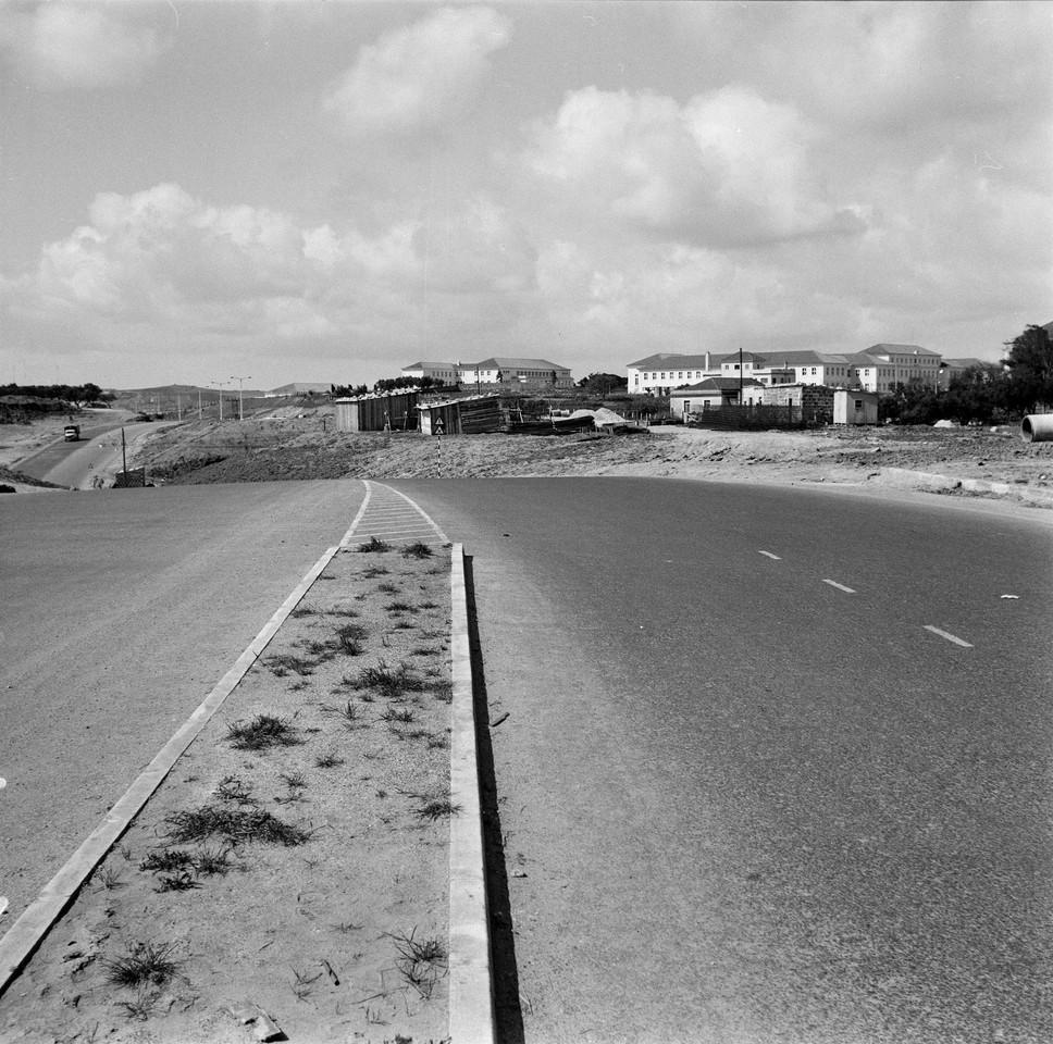 2.ª Circular no cruzamento da Estr. da Luz, Lisboa (A. Goulart, 1963)