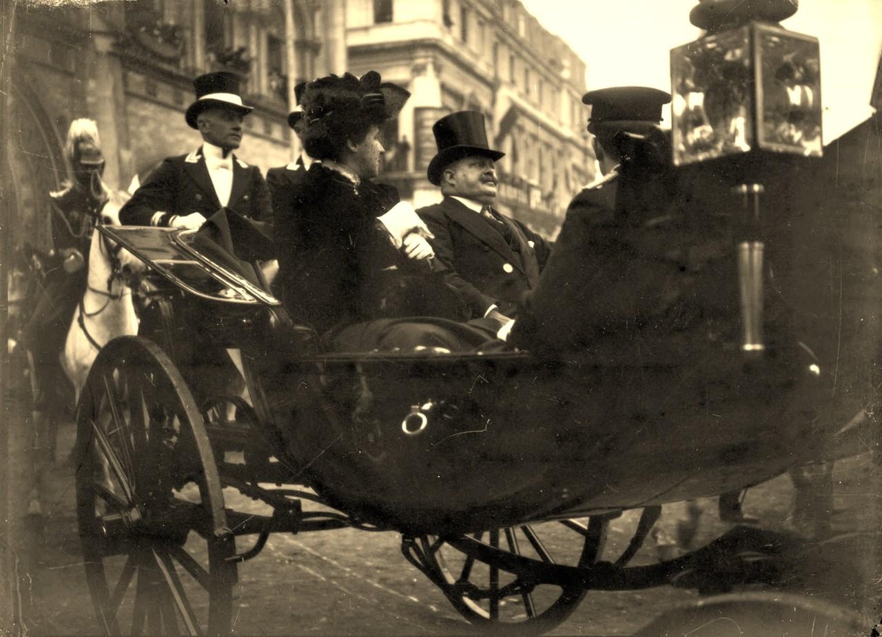 SS.MM El-Rei D. Carlos, Rainha D.Amélia e infante D. Manuel, Lisboa (A.C.Lima, ante 1908)