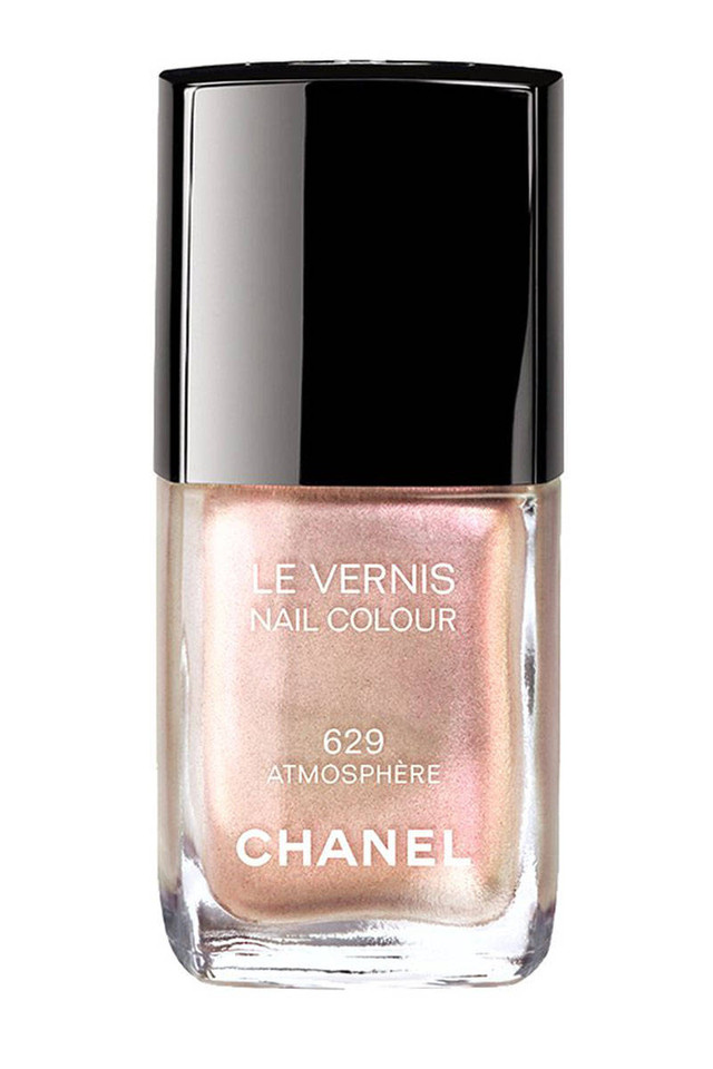 hbz-falls-hottest-nails-7-chanel-lg.jpg