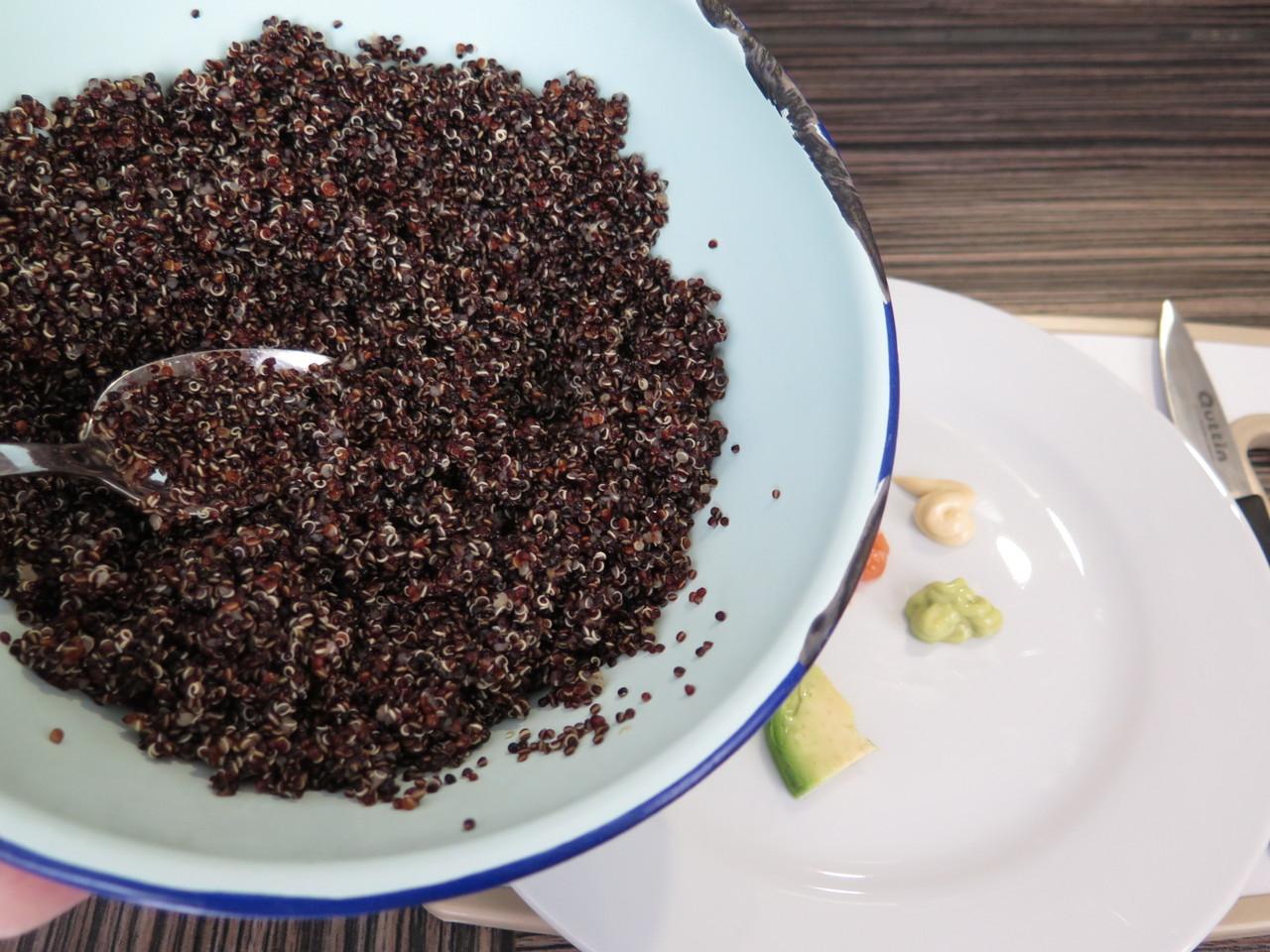 Quinoa preta e 'Tiradito de Salmão'