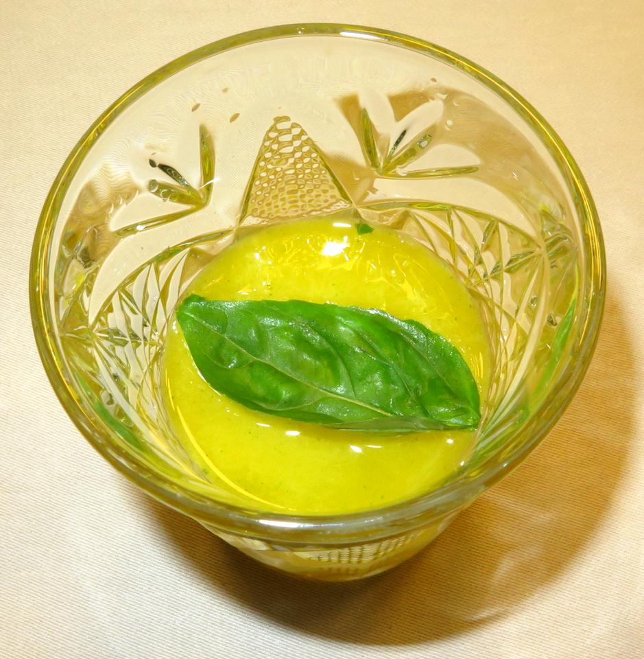 Sorvete de de tangerina, manjericão e o rum branco Plantation 3 Stars