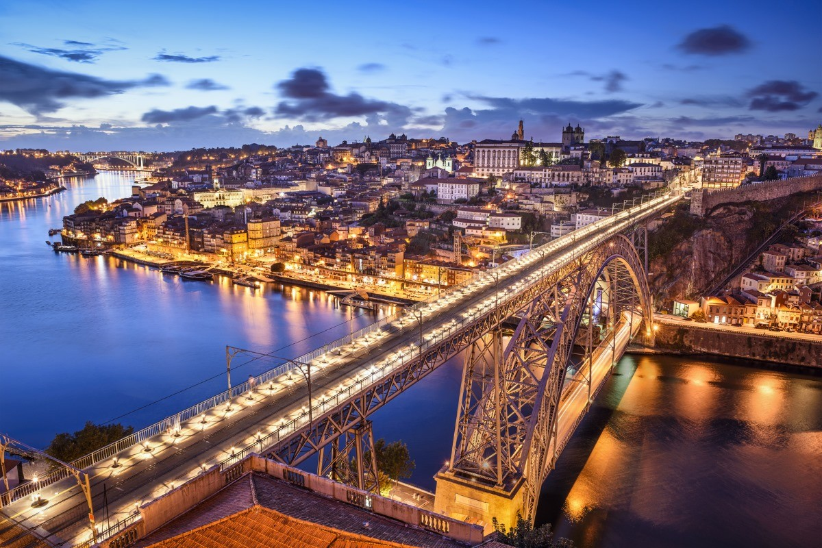 how to get from faro to porto