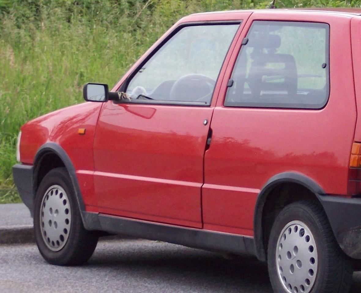 Fiat_Uno_SX_red_hl.jpg