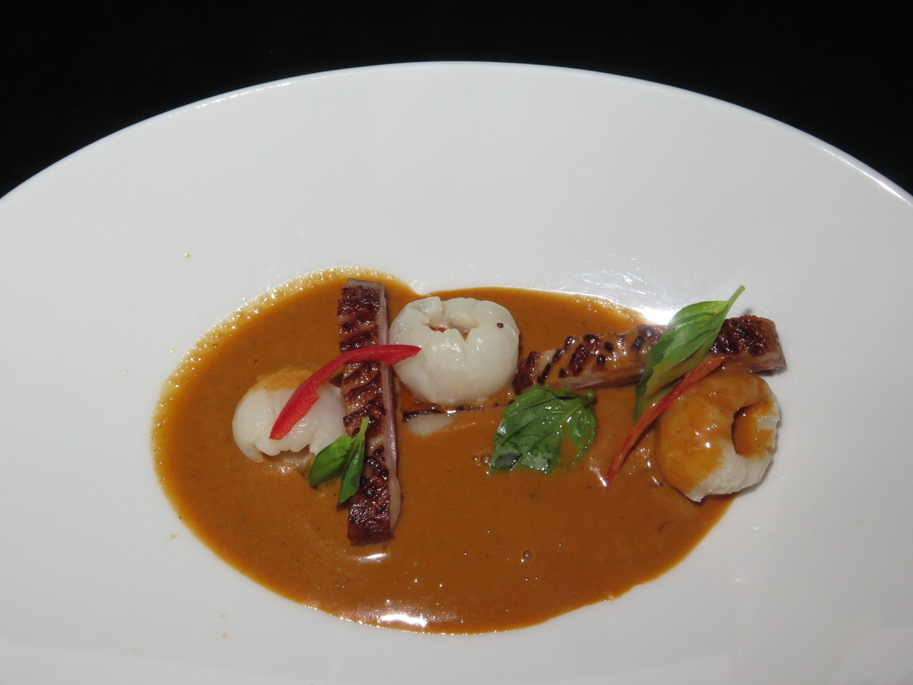 Caril vermelho de pato | Peito de pato assado com líchias e caril vermelho Thai