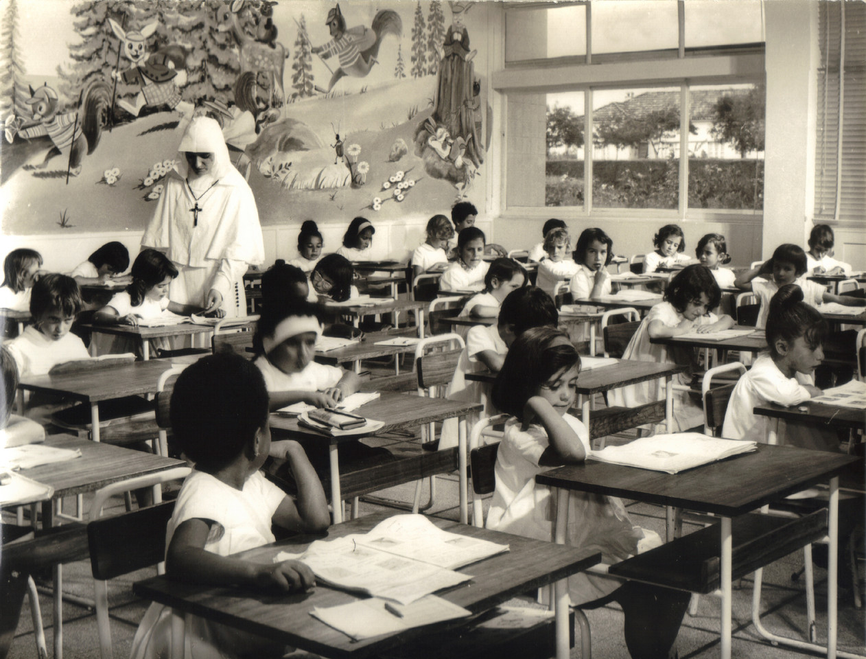 Escola, Portugal ultramarino (Autor n/ ident., S.E.I.T. 384686, s.d.)