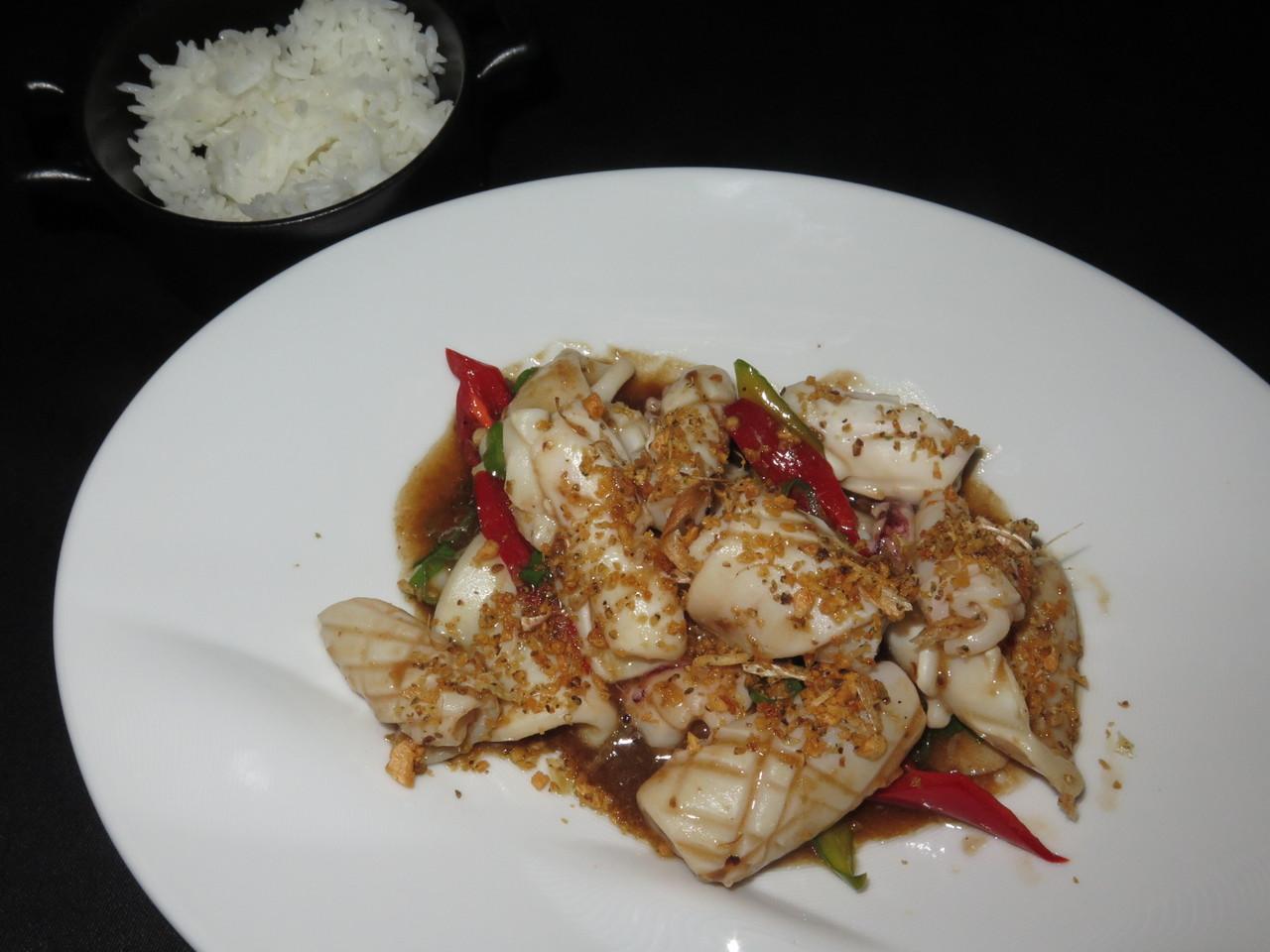 Pla - Meuk - Tod - Gratiam - Prik Thai | Lula frita com molho de alho e pimenta