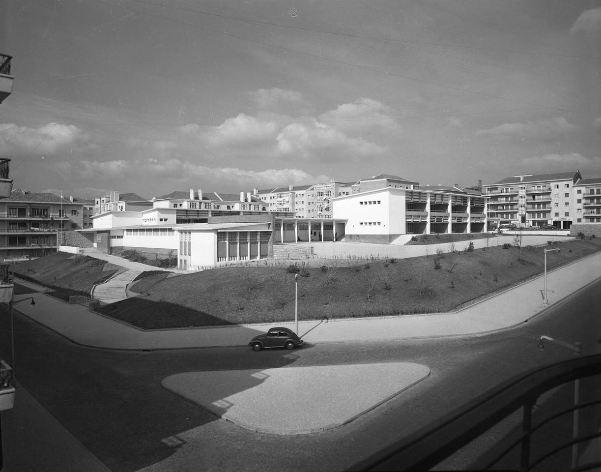Escola primária n.º 24, B.º de S. Miguel (A. Serôdio, 1956)