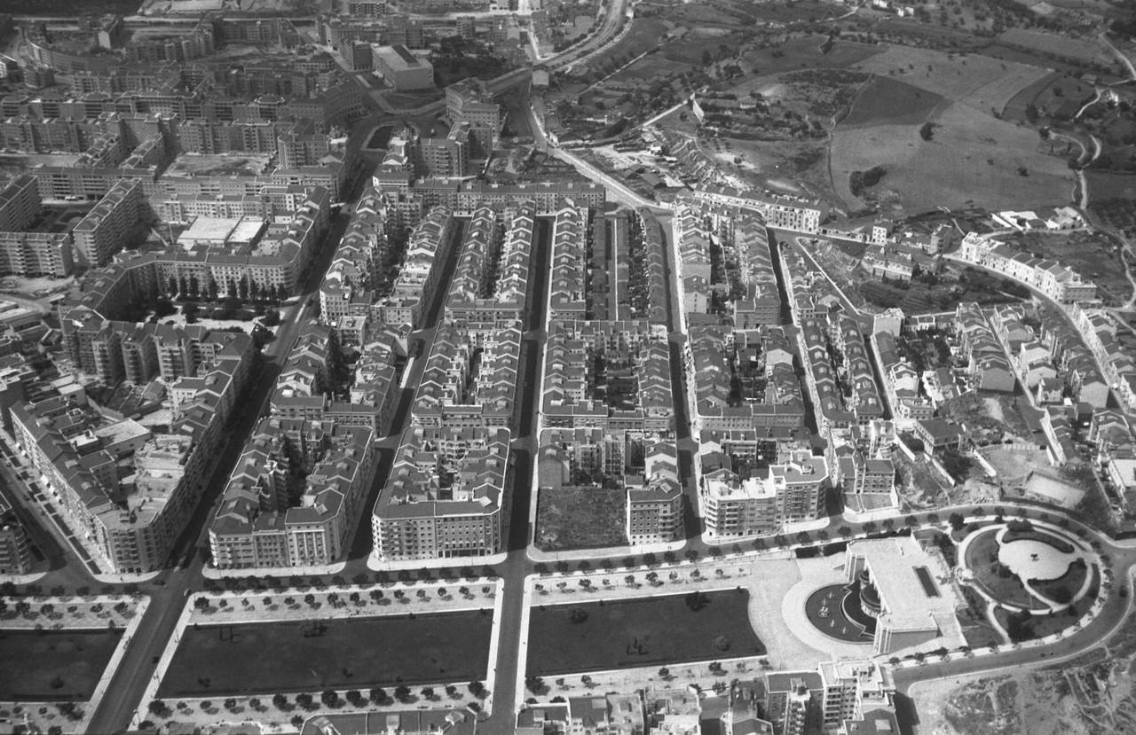 Vista aérea sobre a Alameda e o Areeiro, Lisboa (A. Nunes, c. 1950)