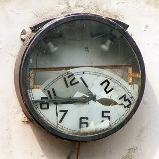 Broken-clock.jpg