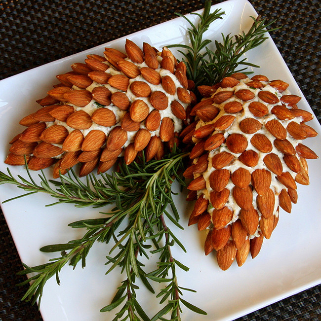 pinecone-cheese-ball.jpg