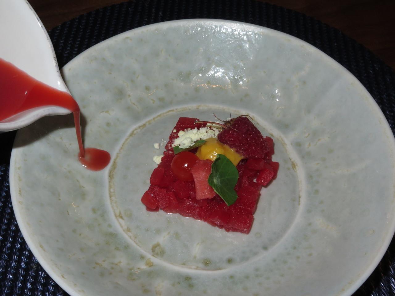 Tártaro de melancia, chili e morangos