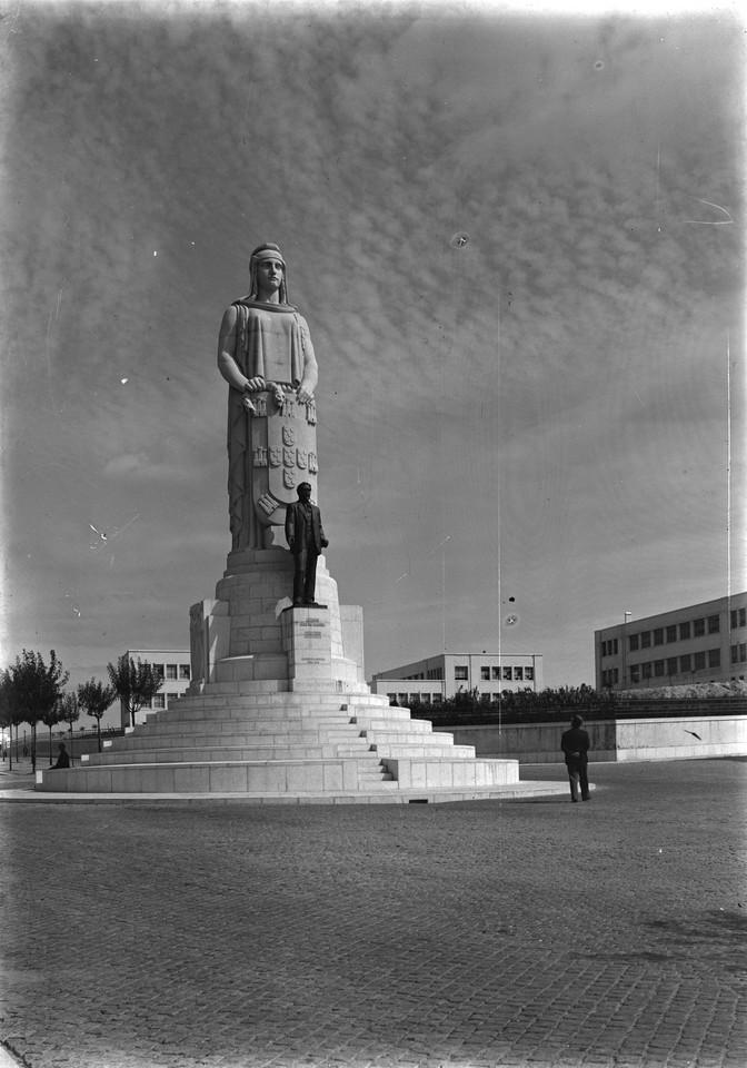Monumento a Ant.º José de Almeida, Lisboa (G. Nunes, s.d.)
