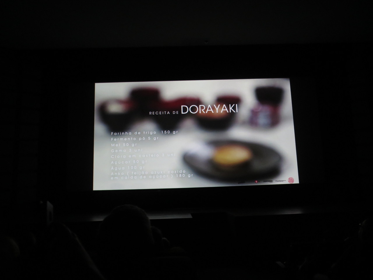 Anna Lins no MISS JAPPA ensinando a fazer Dorayakis