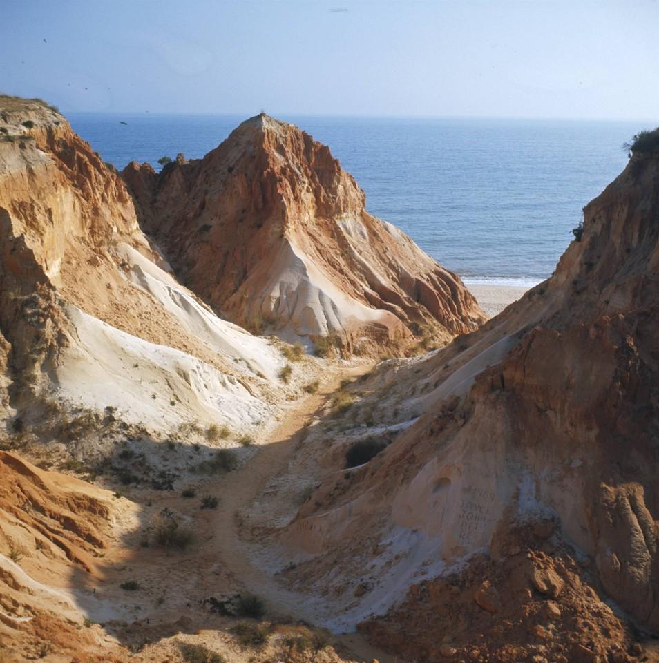 Atalho, Praia da Falésia (A. Pastor, 198...)