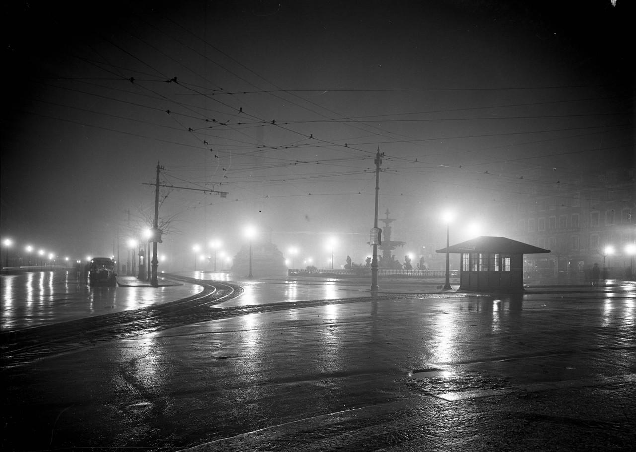 Rossio em noite de temporal, Lisboa (Fot. não ident., 193...)