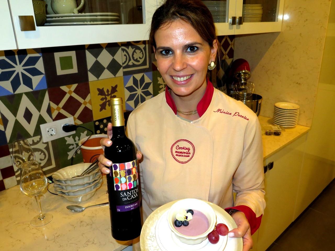Mónica Pereira e a mousse de vinho tinto... feita com o Santos da Casa Douro DOC Tinto 2014