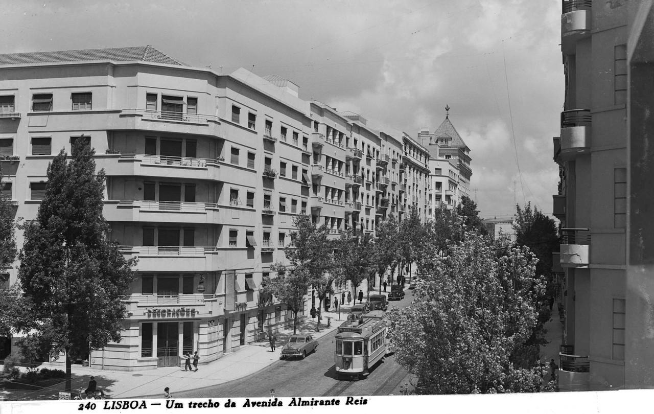 Av. Almirante Reis, Lisboa (A.Passaporte, c. 1953)