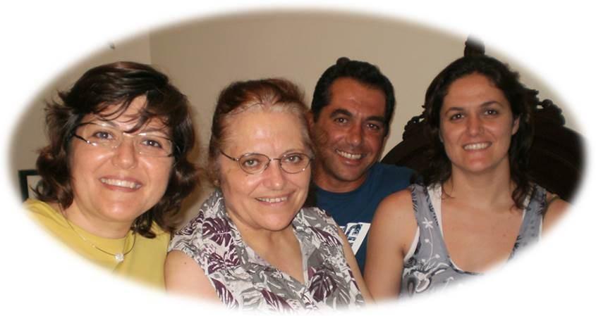 Mãe,e Eu e manos 22 05 2011.jpg