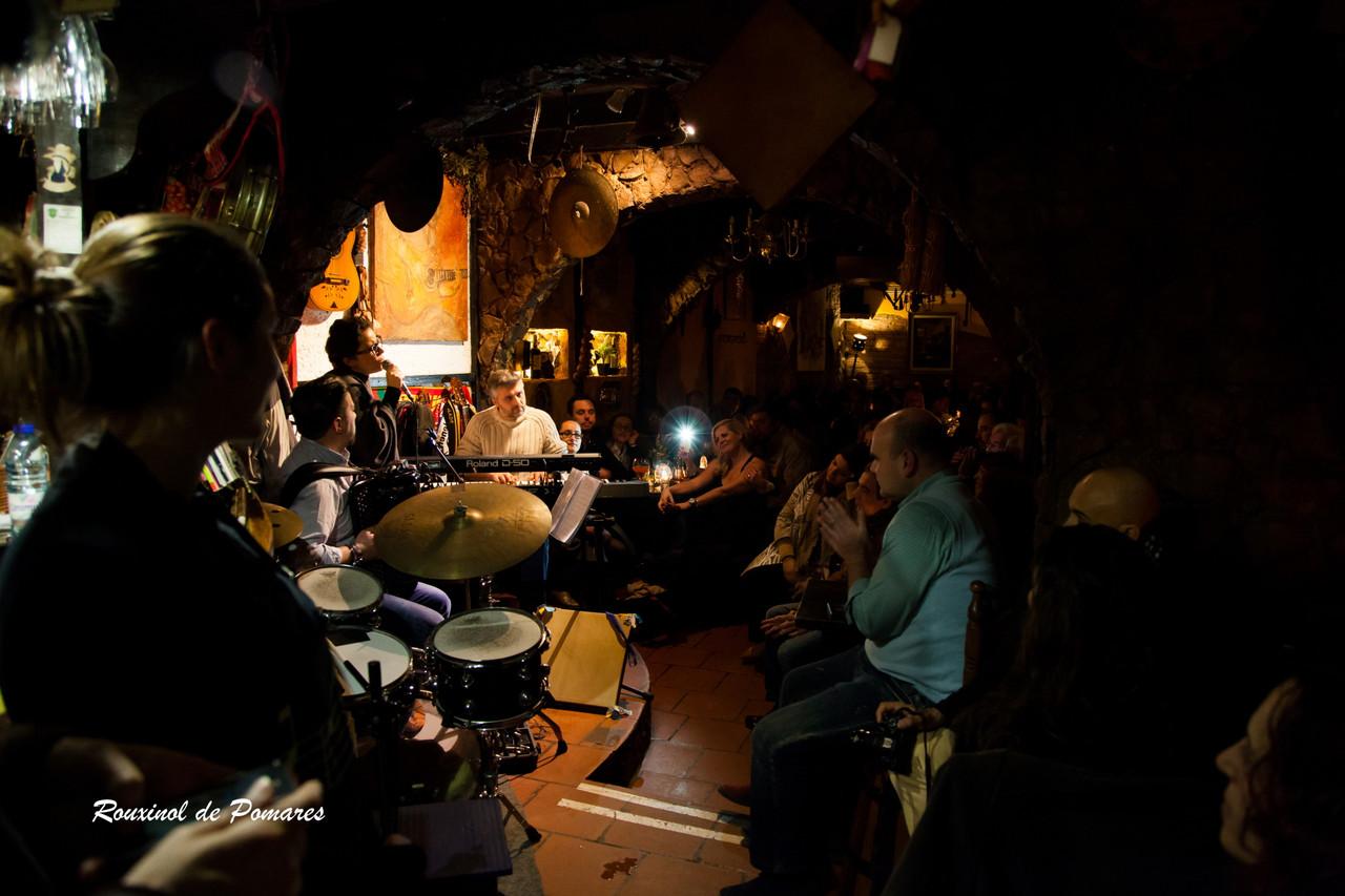 Ana Laíns na Taverna (001)