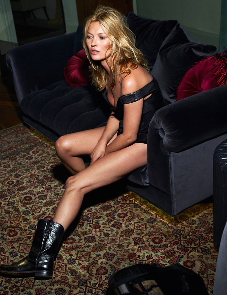 kate-moss-by-mert-alas-marcus-piggott-for-vogue-pa