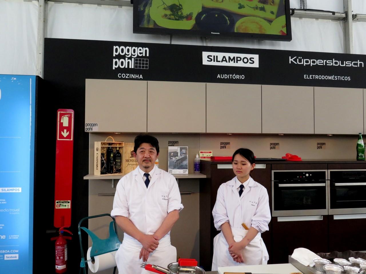 Dois dos três elementos do KANAZAWA – Kayo Kanazawa, mulher de Tomoaki e chef pasteleira, estava na assistência