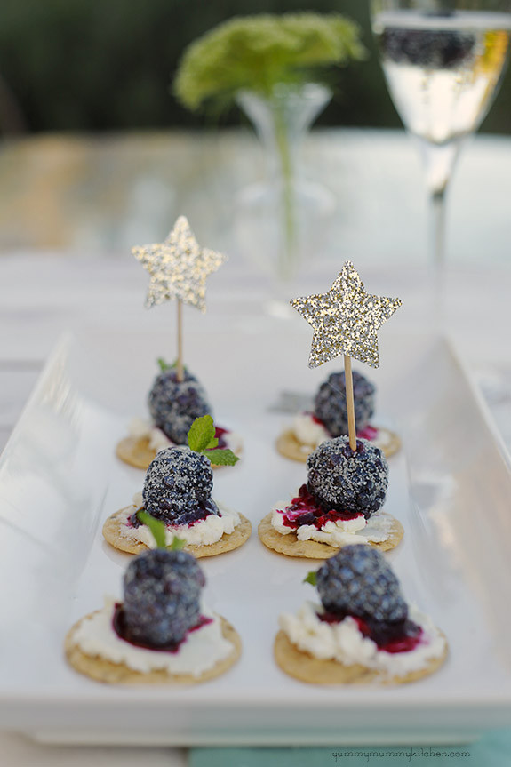 blackberry goat cheese crackers.jpg