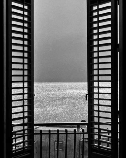 The window on the sea ferdinando scianna.jpg