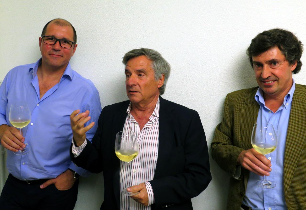 Produtor Paulo Santos com os enólogos Manuel Vieira e Carlos Magalhães