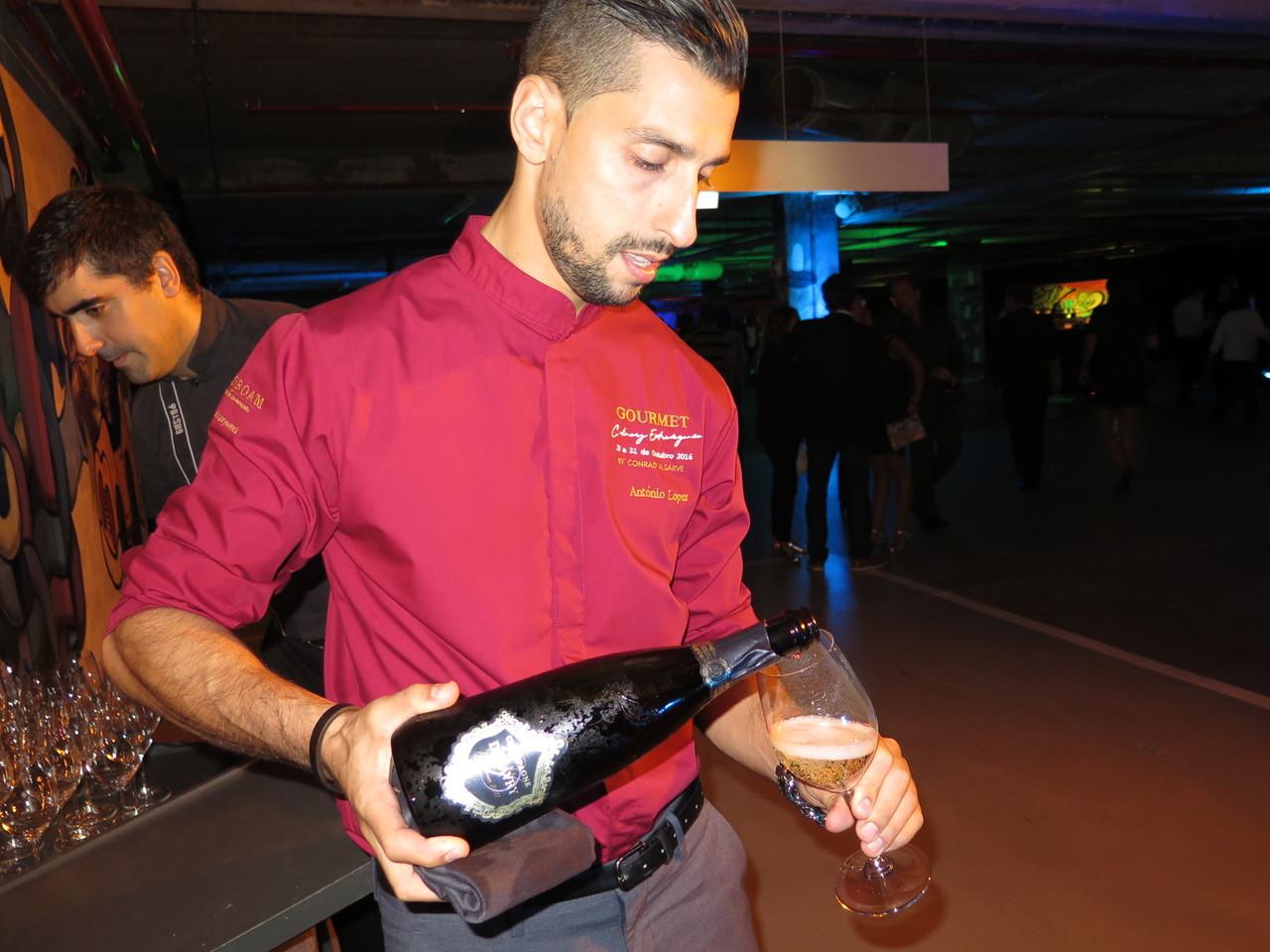 António Lopes e as boas-vindas dadas com Champagne