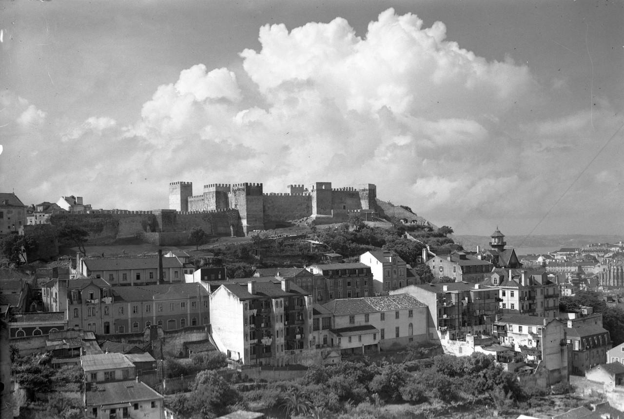 Panorâmica sobre o castelo, Lisboa (A. Passaporte, 1944)
