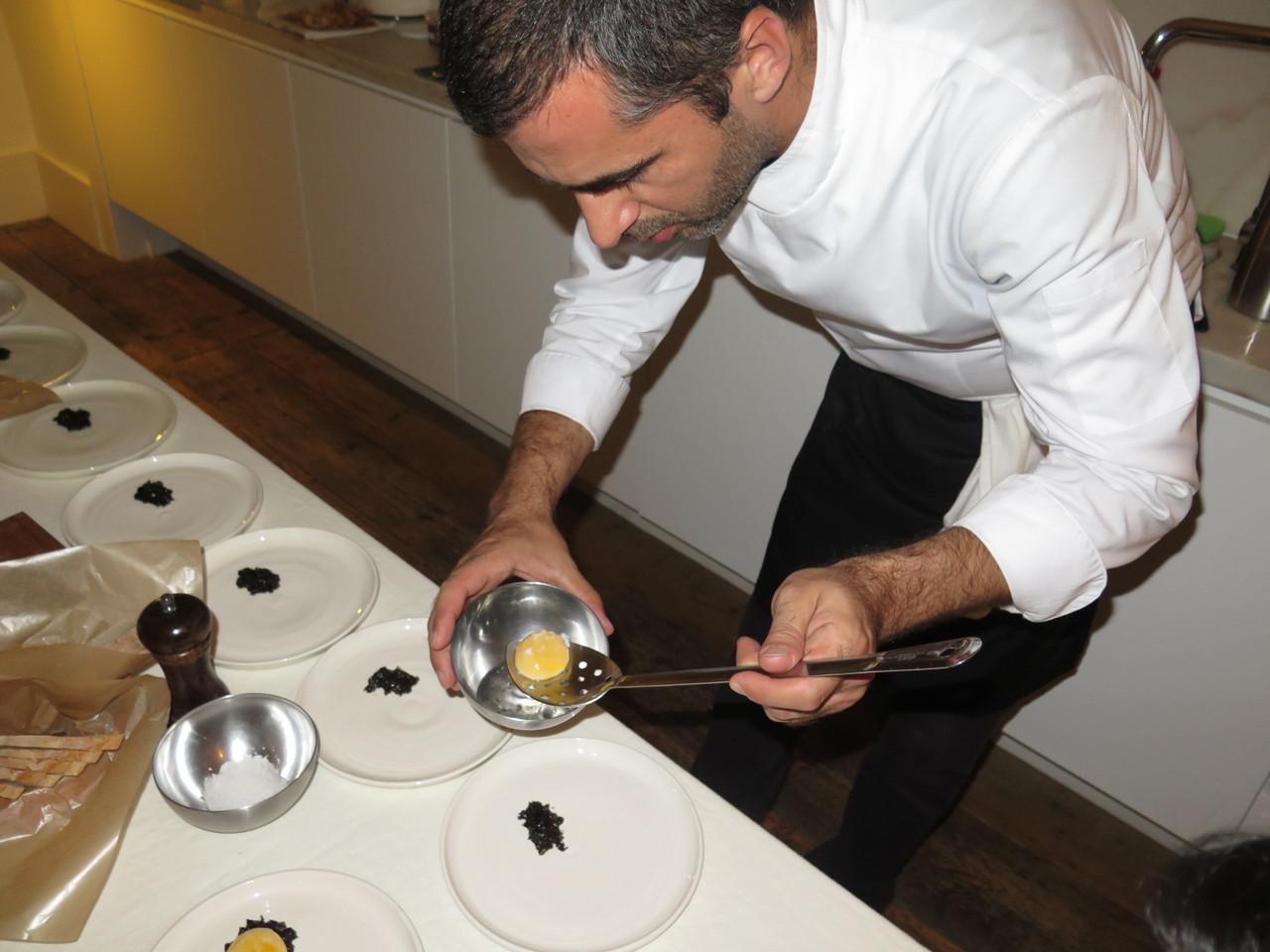 Tiago Feio e o ovo