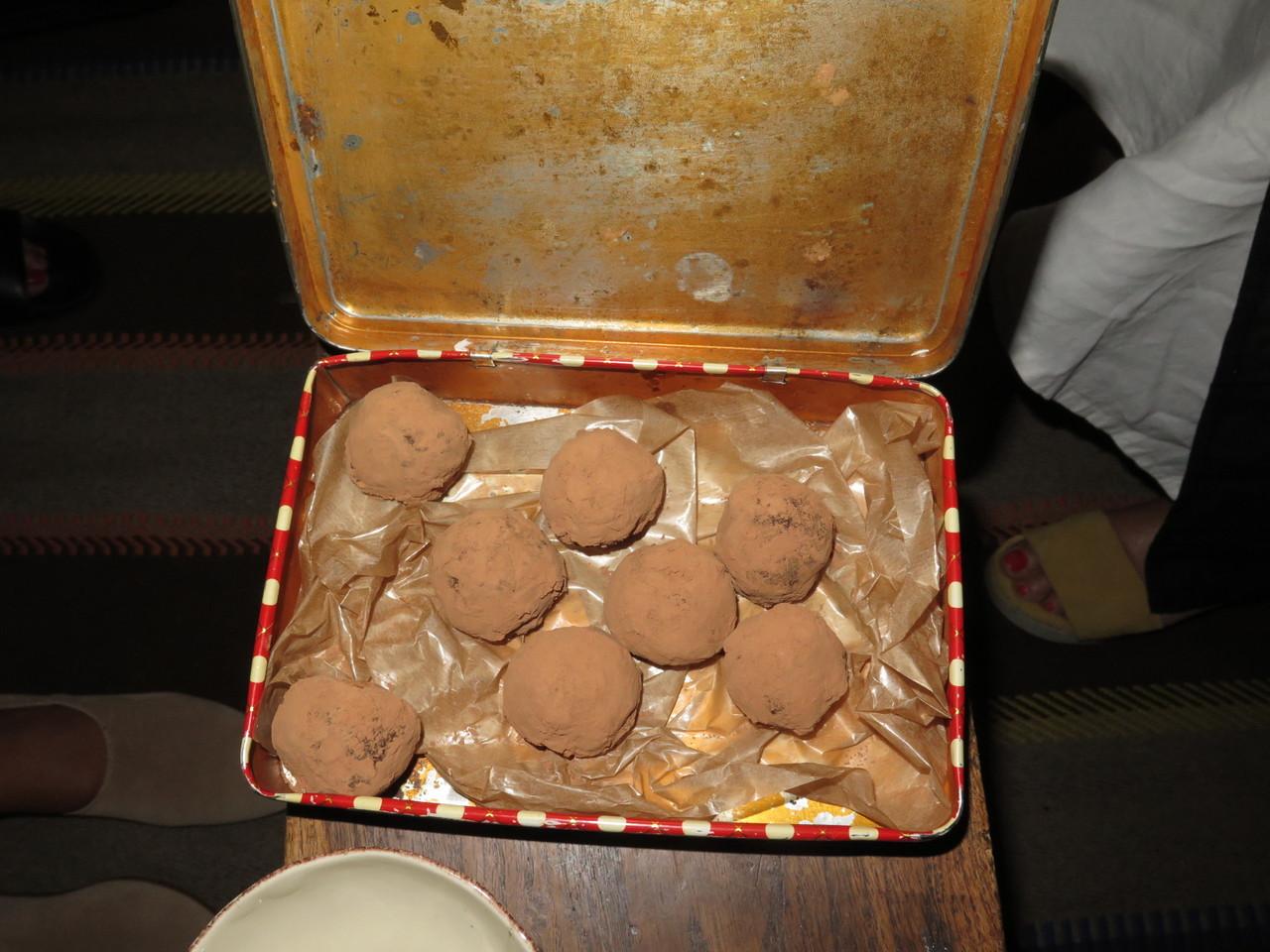 Trufas de chocolate com ameixa e pumpernickle (Hugo Brito)