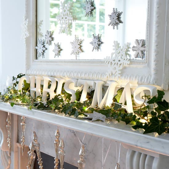 Christmas-Modern-Mantel-decoration.jpg