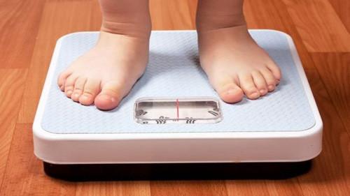 obesidade-crianca-balanca.jpg