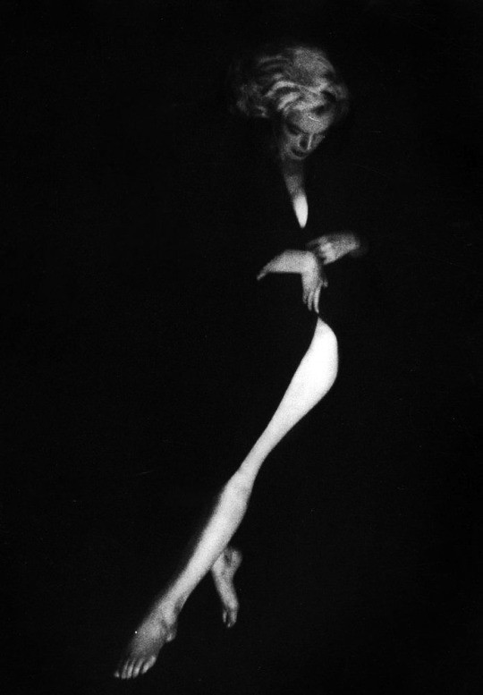 Milton Greene. Marilyn Monroe (1953).jpg