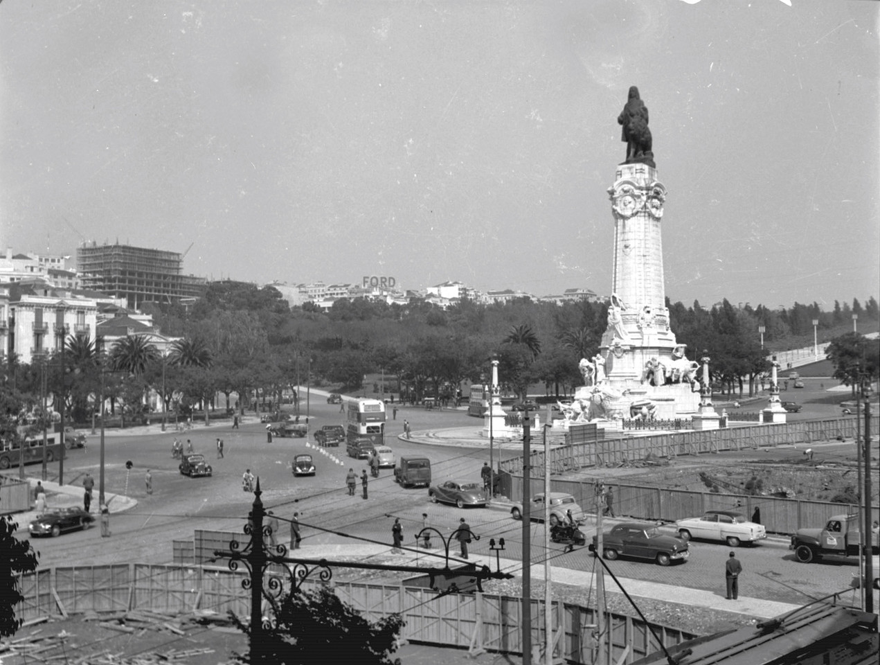 Obras na Rotunda, Lisboa (J. Benoliel, 1959)