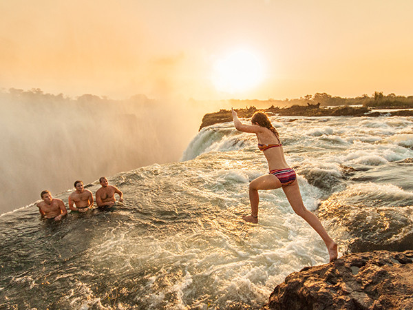 tourists-waterfall-jump-victoria-falls_92762_600x4