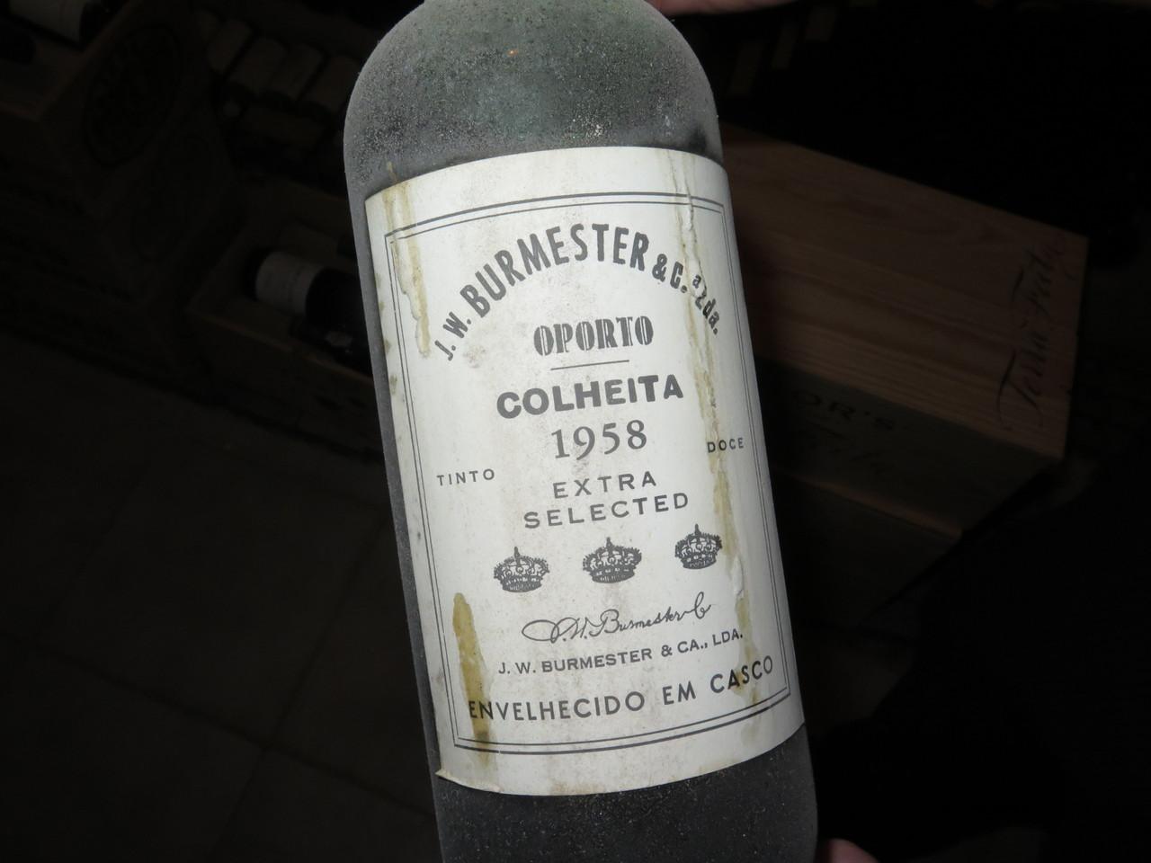 Rodrigo Saragga e o Burmester Porto Colheita 1958, atualmente servido a copo no restaurante