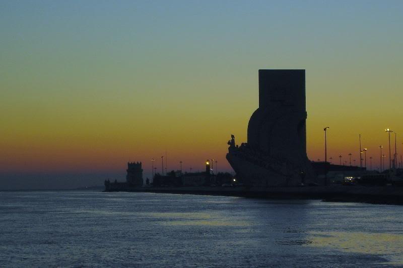 O padrão e a torre de Belém ao entardecer, Lisboa — © 2005